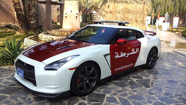 10.在阿拉伯联合酋长国使用的12日产GT-R:价值100,000美元