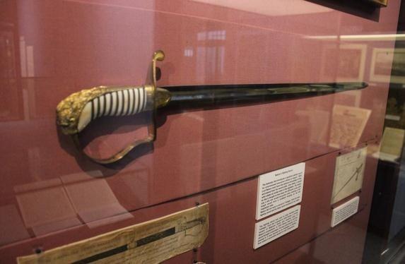 海军上将纳尔逊勋爵的法国军官剑