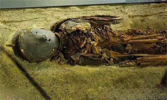 西伯利亚神秘木乃伊,头戴面具(发现史前器物)
