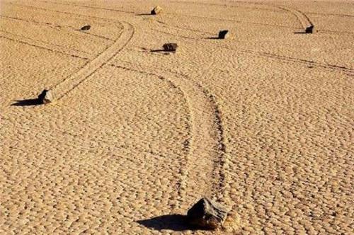 揭秘美国死亡谷石头为什么会自己移动的真相