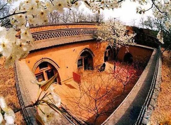 中国最神秘的村庄,建筑在地底的地坑村