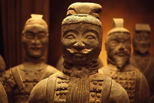 秦始皇在位的时候叛乱都不是事,为什么他一死叛乱就多了起来?